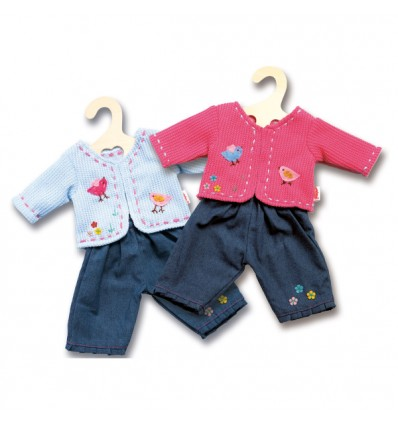 Puppenjacke und Jeans